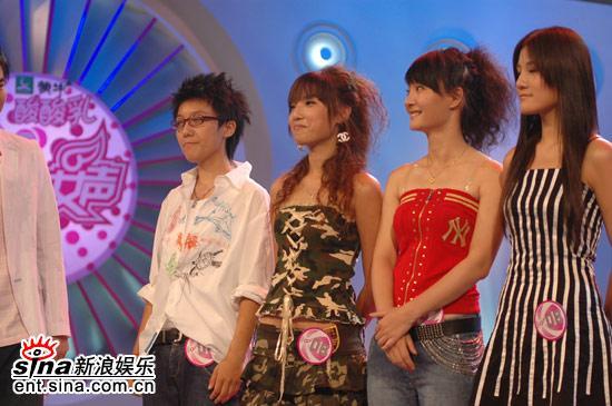 图文:超女广州10强晋级赛--第二组等候结果