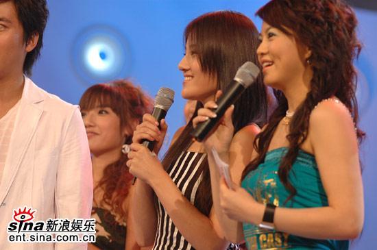 图文:超女广州10强晋级赛--周渔成功晋级