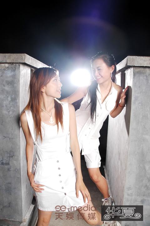 图文:长沙超女靓丽身影亮相杂志-张亚飞张美娜