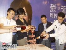 组图:周传雄演唱会上海举行掀七夕浪漫风暴