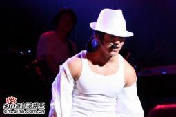 8月1日最酷男星:NOEL首尔大学开唱Rain捧场
