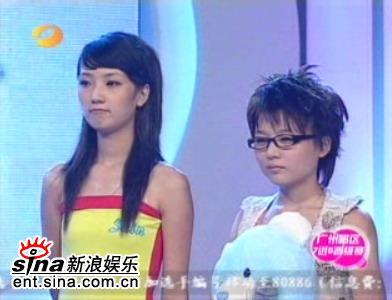 图文:超女广州赛区7进5-张晓洁杜长蕊等待评委