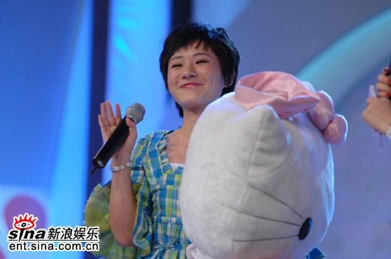 图文:超女广州区7进5晋级赛-李皆乐微笑着离开
