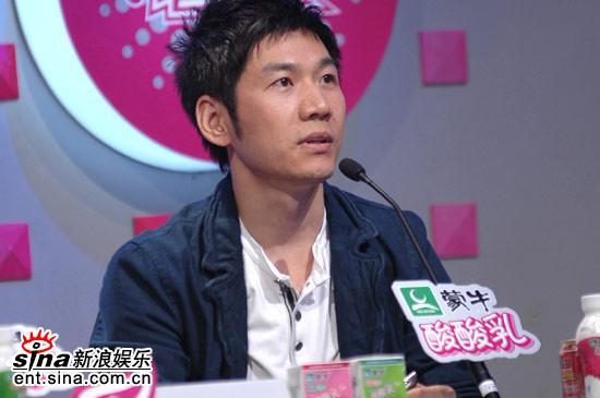 图文:超女广州区7进5-王东想让杜长蕊直接晋级