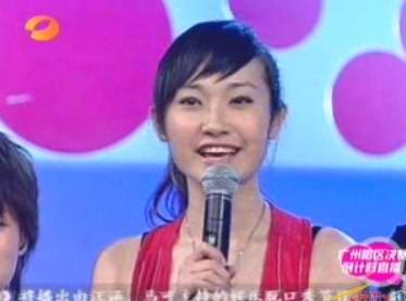 图文:超女广州赛区决赛-孙艺心开心亮相