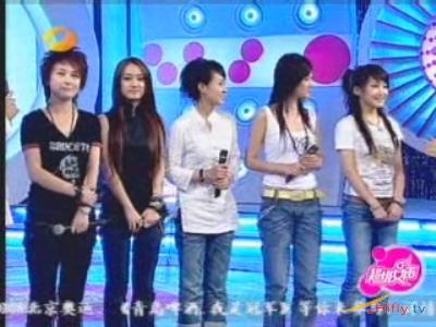 图文:超女广州赛区决赛-五位选手集体亮相