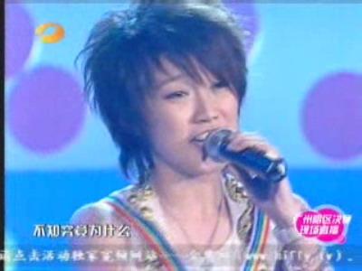 图文:超女广州赛区决赛-刘力扬演唱感情真挚