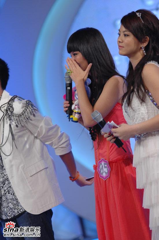 图文:超女广州赛区决赛-程欣不禁伤心流泪