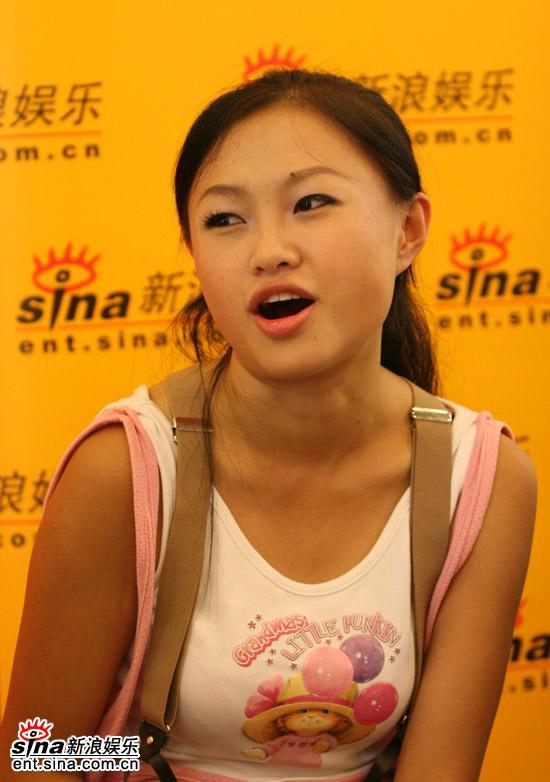 图文:2006超级女声复活赛拉票现场-张美娜