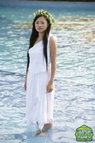 图文:35位超女拍摄希腊复古写真-张美娜
