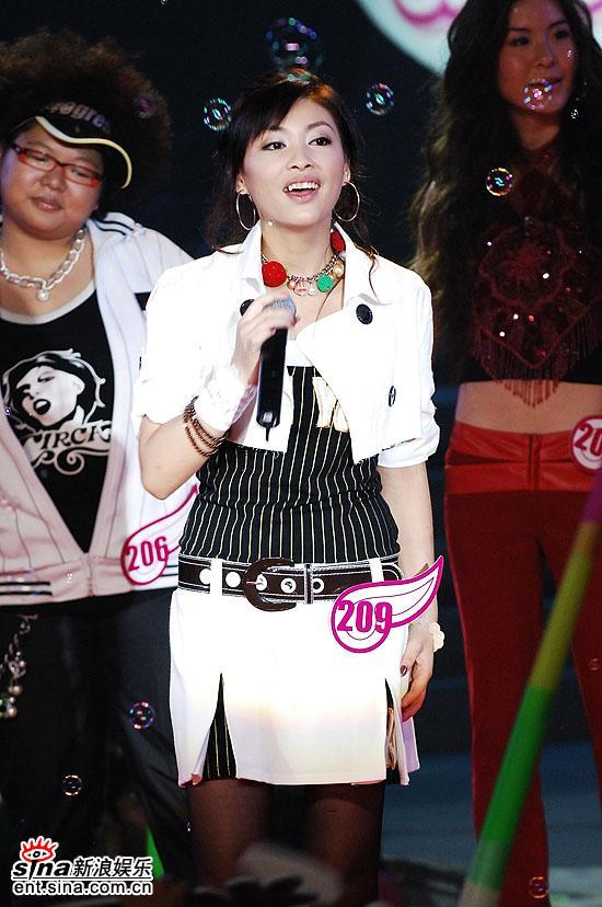 图文:2006超级女声复活赛-董玟莹美丽大方