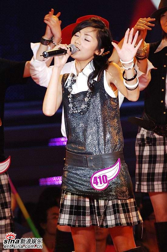 图文:2006超级女声复活赛-李璇演唱陶醉可人
