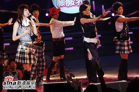 图文:2006超级女声复活赛-沈阳七位超女齐上台