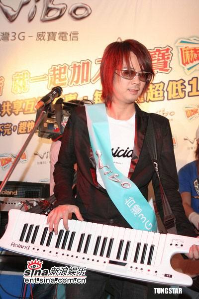 飞儿 乐队/飞儿乐队键盘手