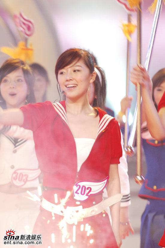 图文:06超级女声10强入围赛第一场-唐笑演唱