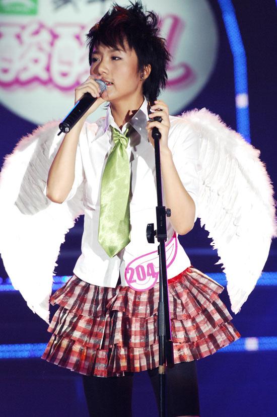 图文:06超女10强入围赛第一场-朱雅琼演唱