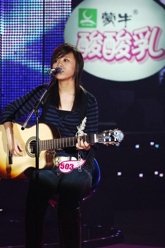 图文:06超女10强入围赛第一场-韩真真即兴演唱