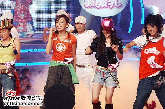 图文:06超女10强入围赛第二场-劲歌热舞