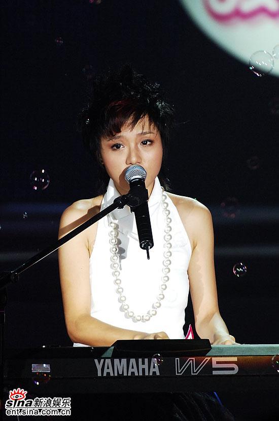 图文:06超女10强入围赛第二场-音乐精灵朱雅琼