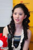 刘亦菲新浪聊新专辑映衬性格展现更多面(组图)