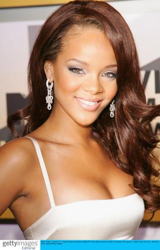 图文:新势力小天后Rihanna胸腰曲线恰到好处