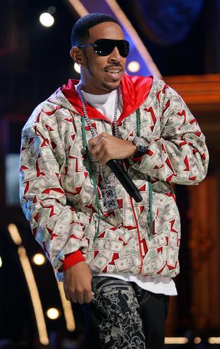 图文:嘉宾说唱歌手Ludacris登台激情献唱