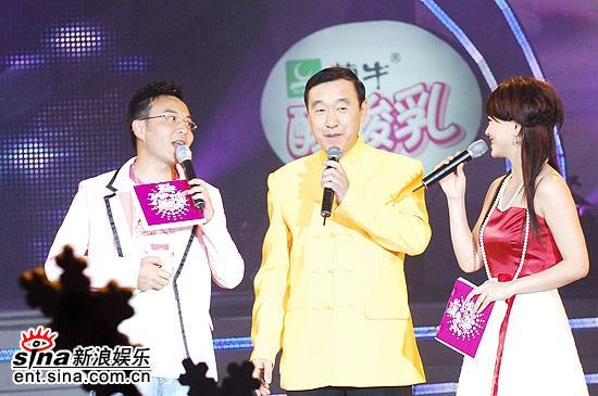 图文:超女总决赛10进8-歌曲创作者张保和老师上场