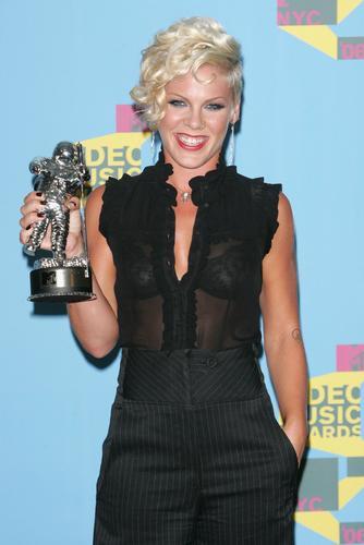 图文:粉红Pink获得MTV最佳流行音乐大奖