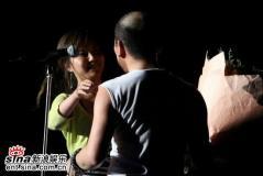 组图:赵传北京热闹开唱年迈父母为儿子鼓气