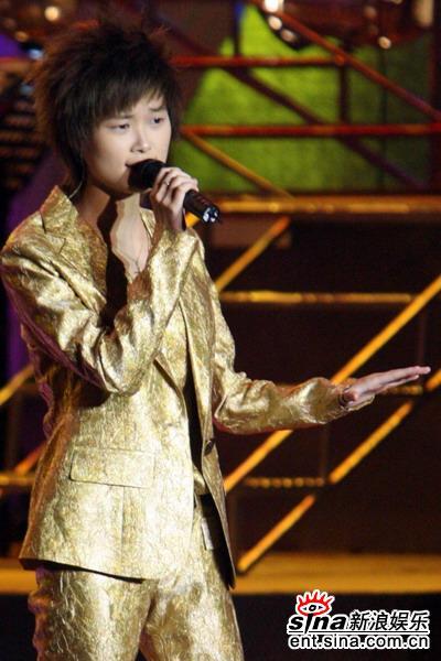 组图:李宇春新专辑首唱会举行金装亮相秀歌舞