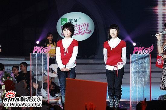 图文:超女总决赛5进4--厉娜艾梦萌等待投票
