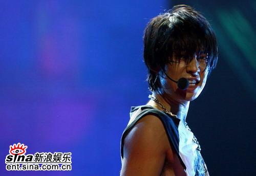图文:吴建豪安七炫北京演唱会-帅气吴建豪