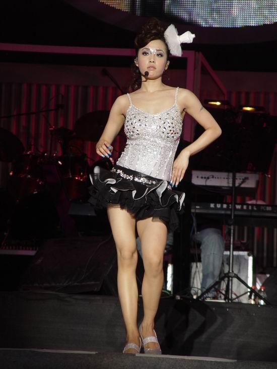 图文:蔡依林上海演唱会开唱--钻石亮妆