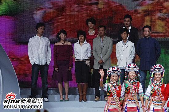 图文:2006超级女声总决赛--评委主持人齐亮相