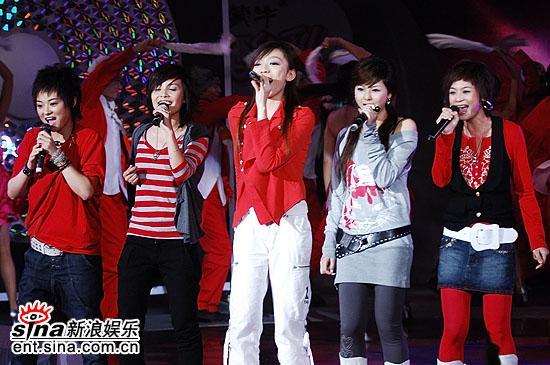 图文:2006超级女声总决赛--现场献唱助阵