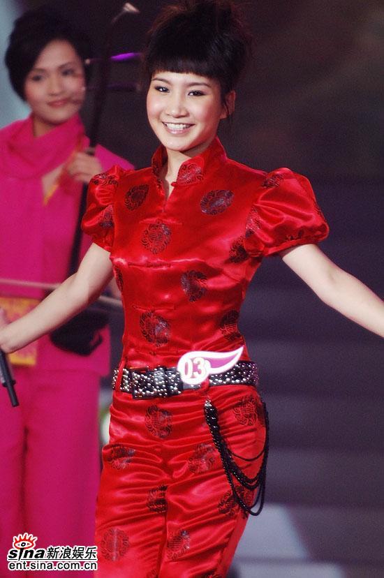图文:2006超级女声总决赛--简单舞姿优美