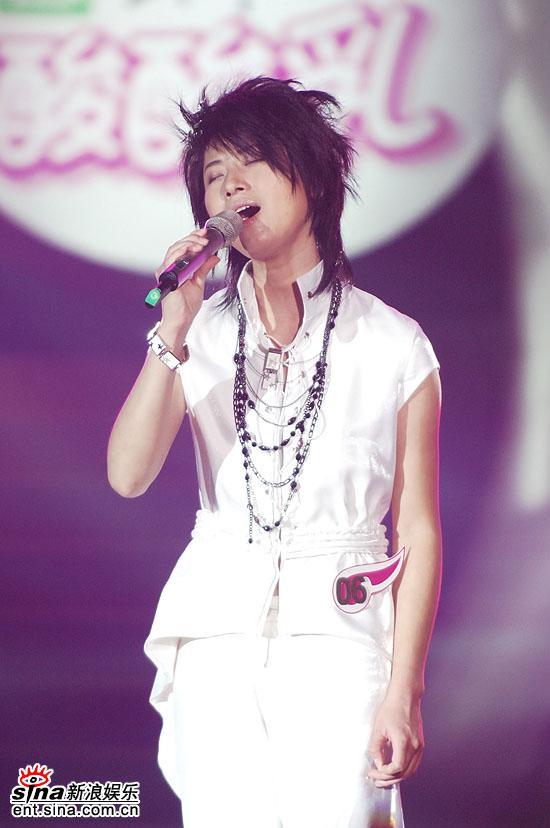 图文:2006超级女声总决赛--尚雯婕深情演唱