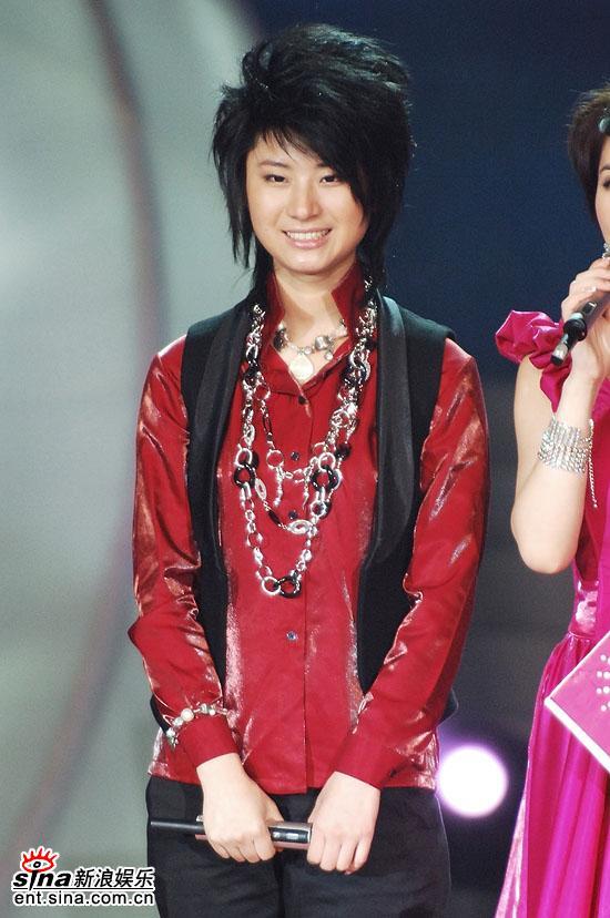 图文:2006超级女声总决赛--尚雯婕面露笑容