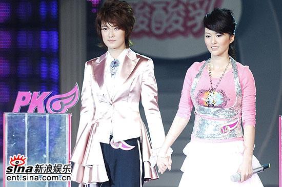 图文:2006超级女声总决赛-刘力扬谭维维等待PK