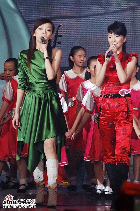 图文:2006超级女声总决赛--张亚飞巨星气质