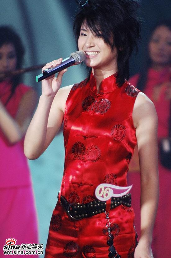 图文:2006超级女声总决赛--尚雯婕灿烂笑容