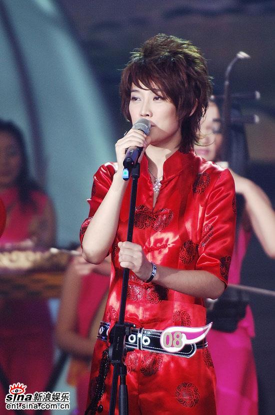 图文:2006超级女声总决赛--刘力扬目光坚定