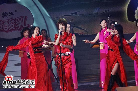 图文:2006超级女声总决赛--Reborn纤细腰肢