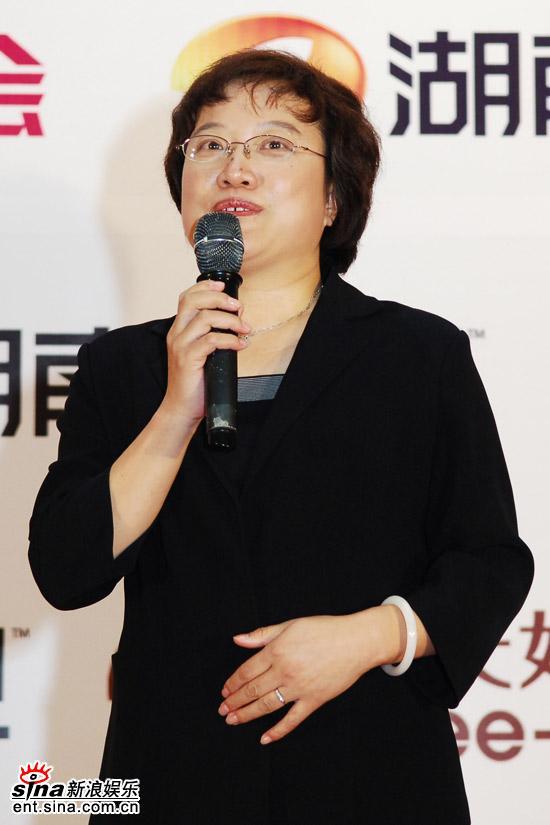 图文:蒙牛副总裁在超女总决赛庆功宴上致辞