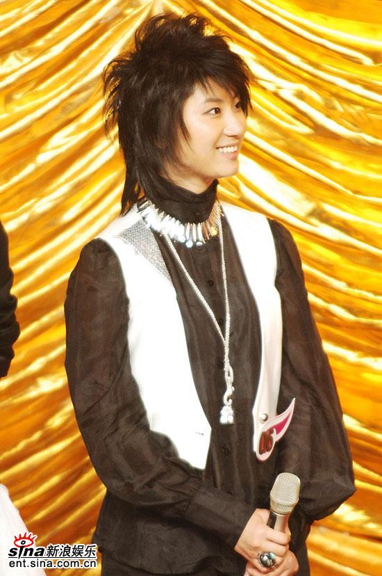 图文:2006超级女声总决赛--尚雯婕惊讶表情