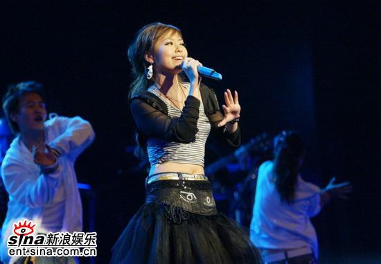 图文:张靓颖首唱会成功举行--海豚公主
