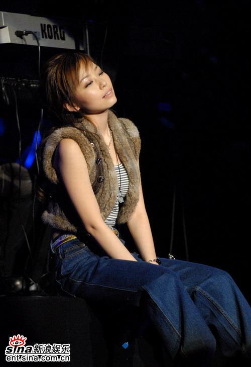 图文:张靓颖首唱会完美呈现--享受音乐