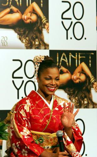 组图:珍妮-杰克逊东京宣传和服亮相别有风味