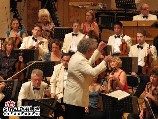 图文:王健牵手BBC交响乐团演出-演出开始