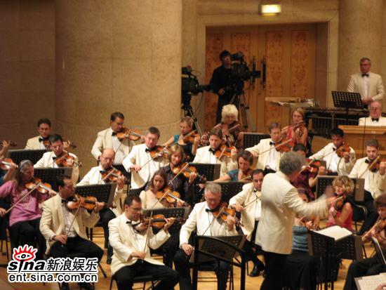 图文:王健牵手BBC交响乐团演出-广泛关注